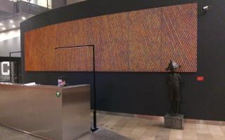 2.03-Curviasty-obraz-w-holu-budynku-banku.jpg